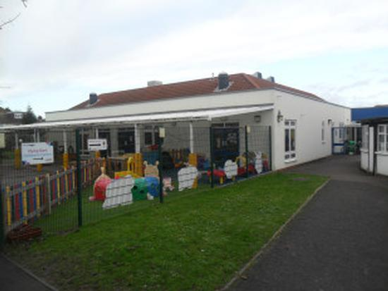 Poppies Nursery Flying Start Children Centre Beechwood Road Luton Bedfordshire Lu4 9rd